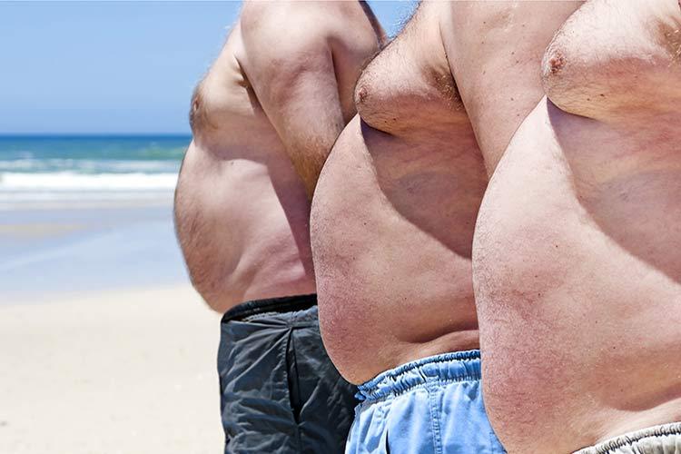 скрыть жир на животе