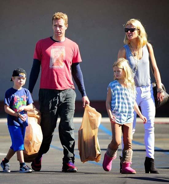 Гвинет Пэлтроу с мужем и детьми