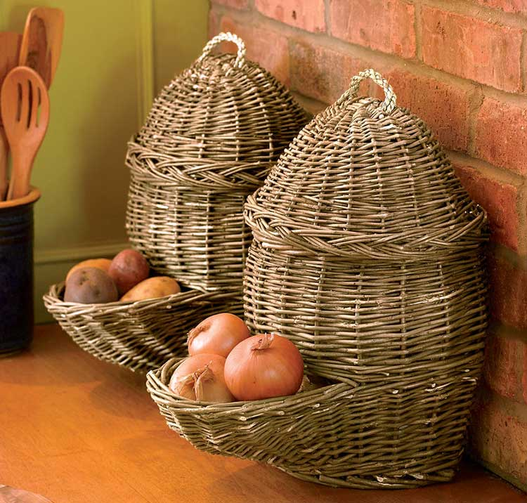 Плетеный контейнер для хранения лука или картофеля